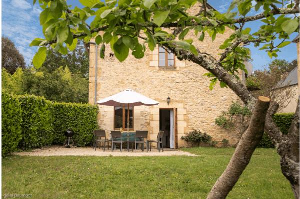 Le Pommier Maison en pierres pour 4 avec grand jardin en Dordogne