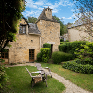 Le Rosier old stone family house in Perigord with pool