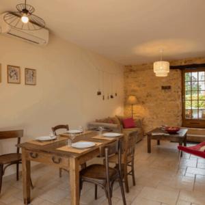 Le Rosier, Steinhaus für der Familie in Perigord mit Schwimmbad