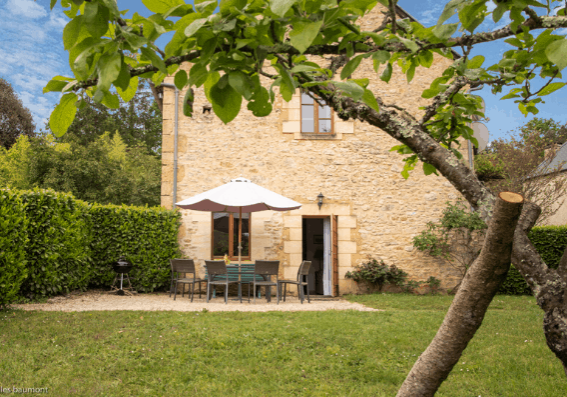 Le Pommier charming rental near Sarlat with swimming pool